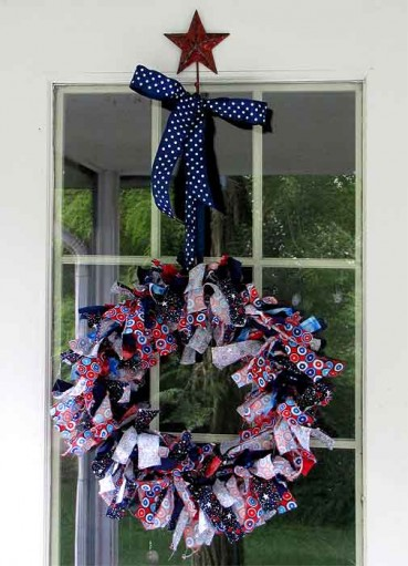 4th of July Decorations: Make Rag Wreaths