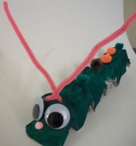 Caterpillar kids craft from an egg carton