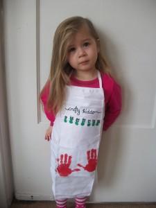 Super cute craft apron that kids can help decorate.