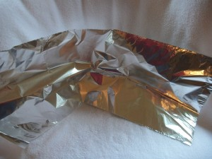 "Start with a sheet of aluminum foil about 25"" long."