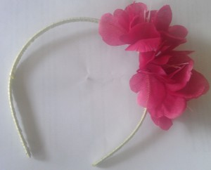 We put several flowers on this headband craft.
