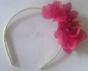 We put several flowers on this headband craft.