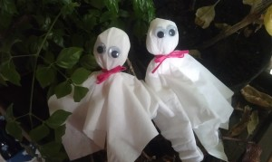 Use this ghost craft to put on a Halloween puppet show or around the house as decorations.
