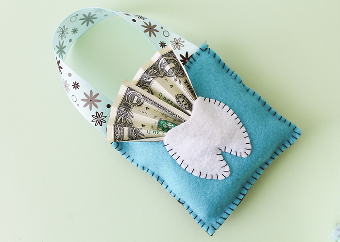 easy felt tooth fairy pillow