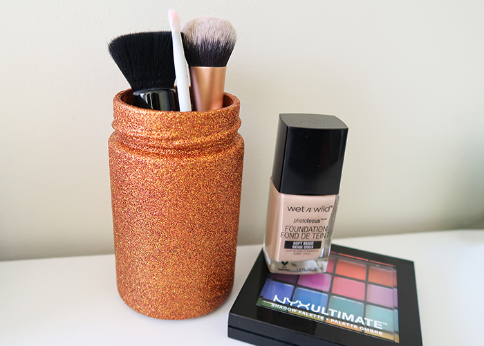And you're all done! I hope you have fun making this DIY Glitter Makeup Brush Holder!
