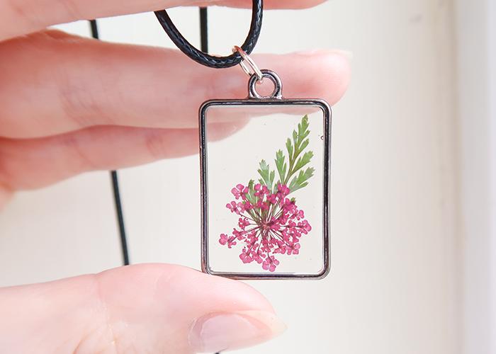 UV Resin Flower Necklace Tutorial